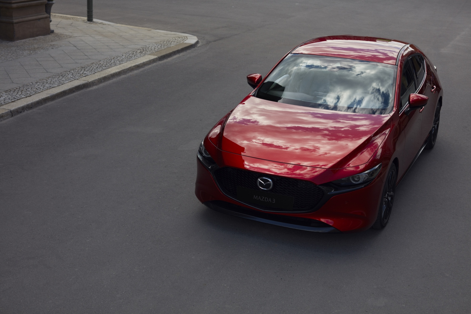 01_all-new-mazda3_5hb_ext_5__1575x1050.jpg